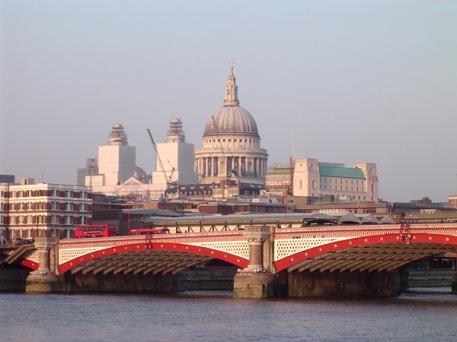 Blackfriars_Bridge,_River_Thames,_London,_with_St_Pauls_Cathedral