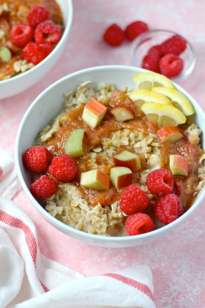 This Sweet Maple Rhubarb Oatmeal is an amazing warm and cozy breakfast! | The Millennial Cook #spring #springrecipe #breakfast #oatmeal #rhubarb #maple